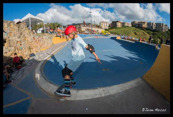 Yago Dominguez. Boardslide rock n roll around the corner. Photo: Jaime Marcos