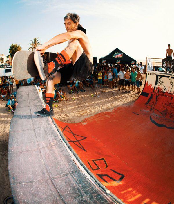 Moski. Frontside tailslide nosegrab. Photo: Borja Benjumeda