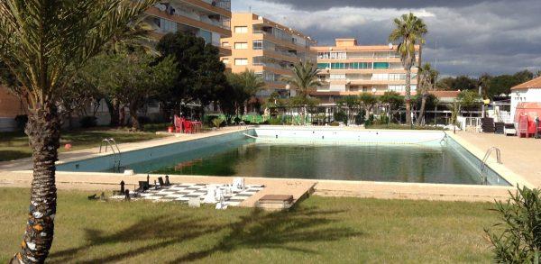 Big leaking square pool