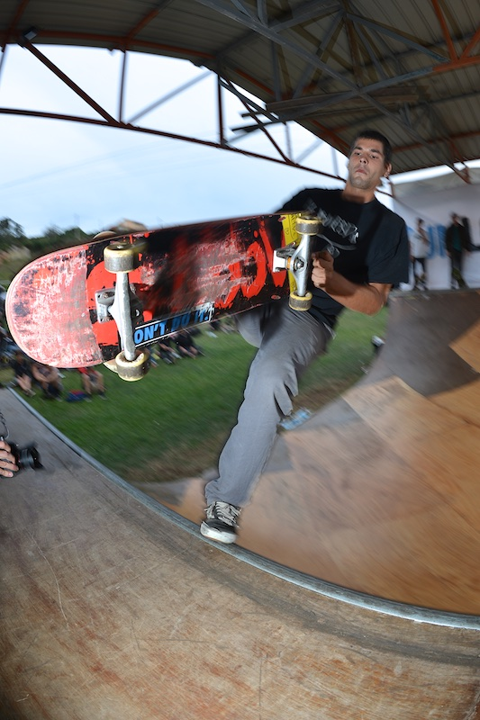 Pepe Nuñez. Frontside Sweeper.
