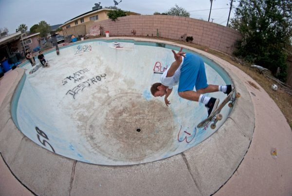 Borja backside grind in the Badlands.