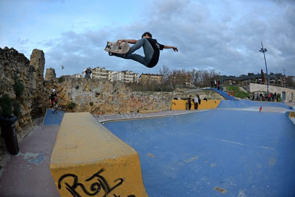 Sergio Cadenas. Frontside air. Photo: J. Hay