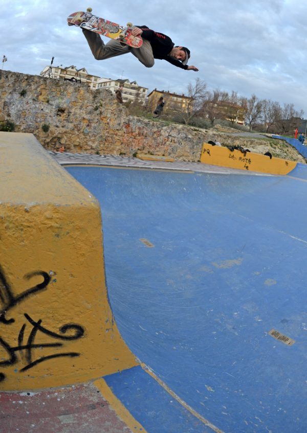 Alain Goikoetxea. Backside air. Photo: J. Hay