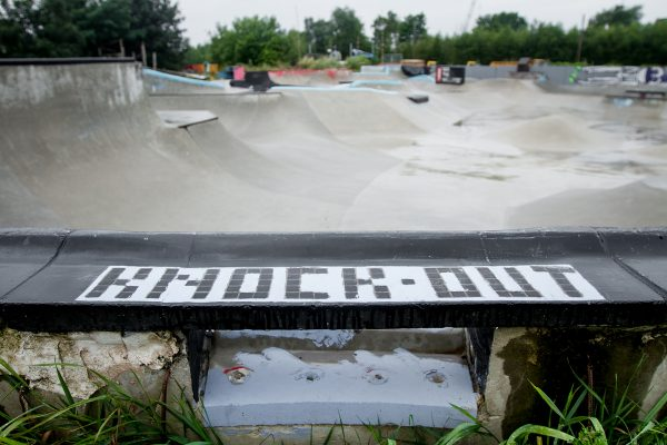 Knock-Out Blocks pool coping with death box et pomme frites
