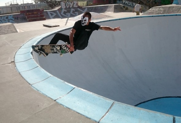 Jose Noro. Frontside crail.