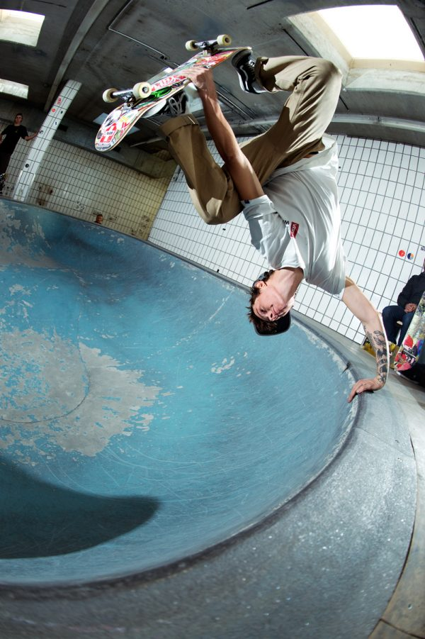 Martino Cattaneo. Frontside invert. Photo: Alan Maag