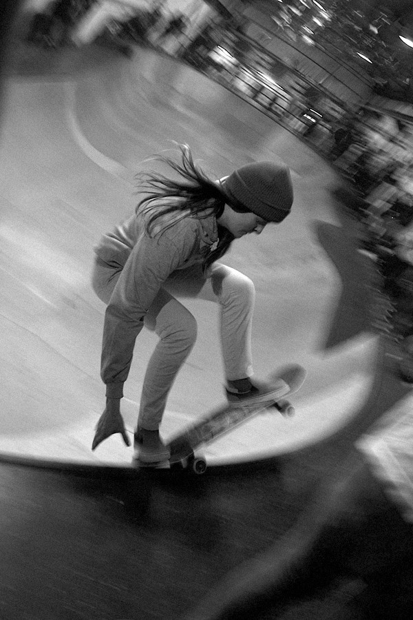 Pauliana Laffabrier laying back her frontside grind.