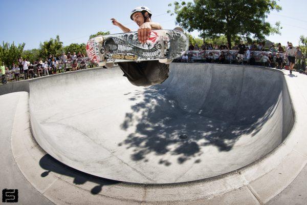 Bobby Kouresh. Frontside corner air.