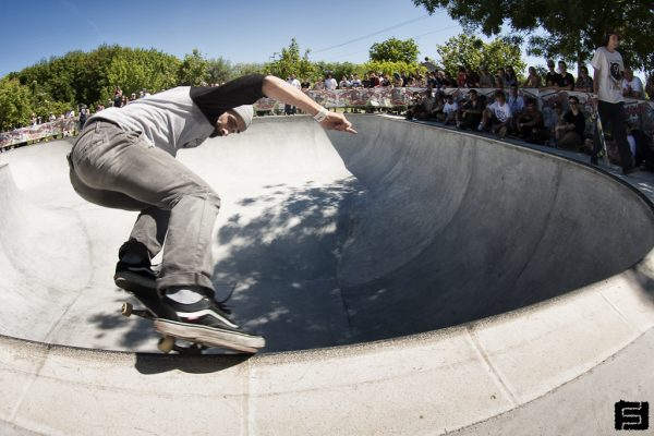 Simone Verona. Switch nosegrind.