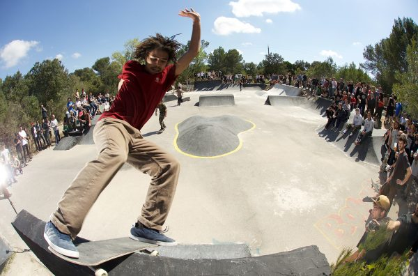 Frontside lipslide. Photo: Cédric de Rodot