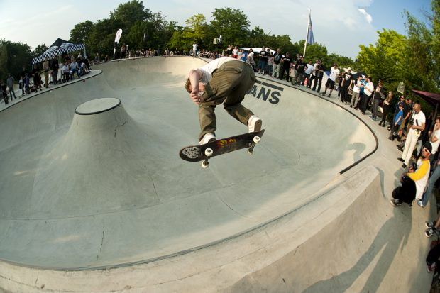 Tim Rebensdorf. Backside ollie on the flat bank. Photo: Jo Hempel