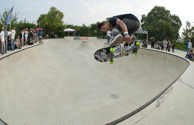Lenni Janssen. Kickflip melon or sketchy backside ollie melon grab. Photo: Jo Hempel