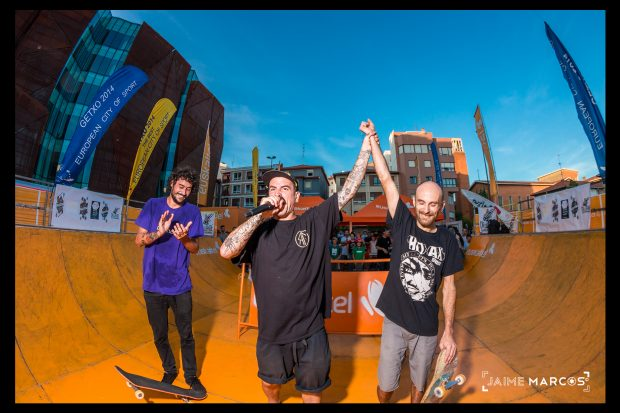 The finalists at Romo mini ramp with Jernest taking first presented by Captain Jairo.