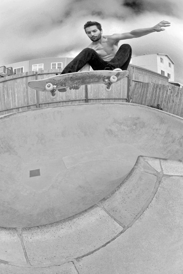 Gerardo disregards any pressure and hits this Lien air into the corner pocket moments before the skies started pissing rain.