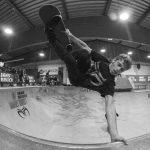 Jaime Mateu - Frontside invert. Photo: Nicola Debernardi