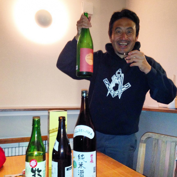 Tsuyoshi from Felem skates with the sake supply! Photo: Kevin Kowalski