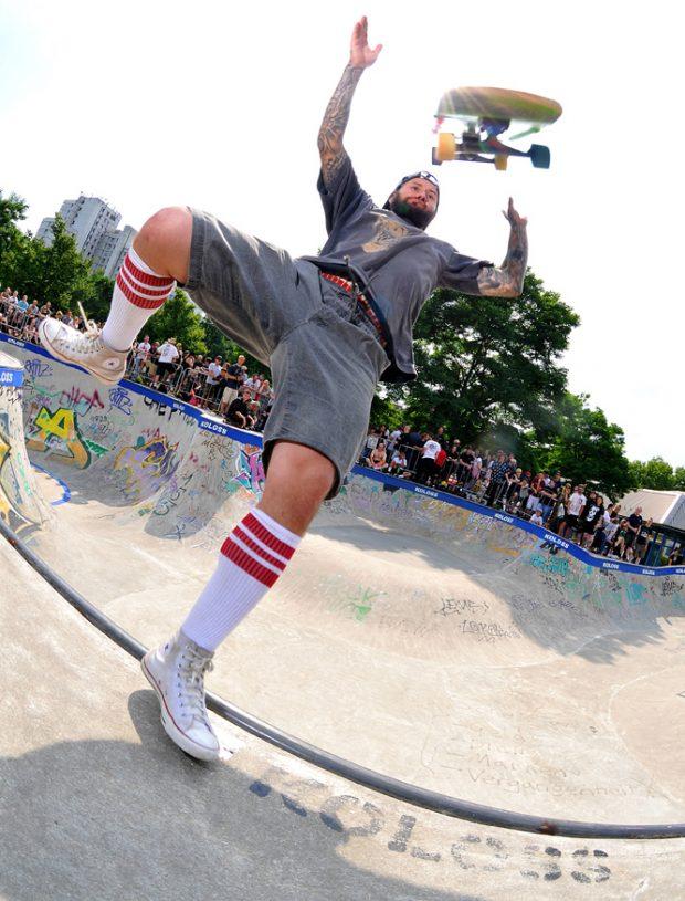 Extreme skateboard juggling