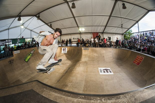 Jean Pantaleo. Lien to tail over the hip.