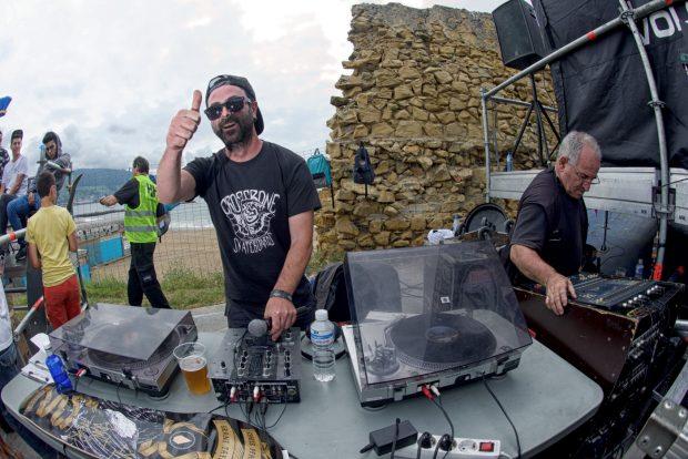 DJ Snaking Commando!