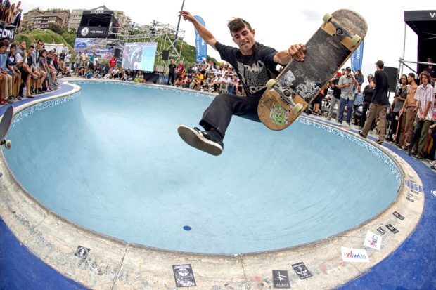 Sergio Cadena. One foot frontside air.