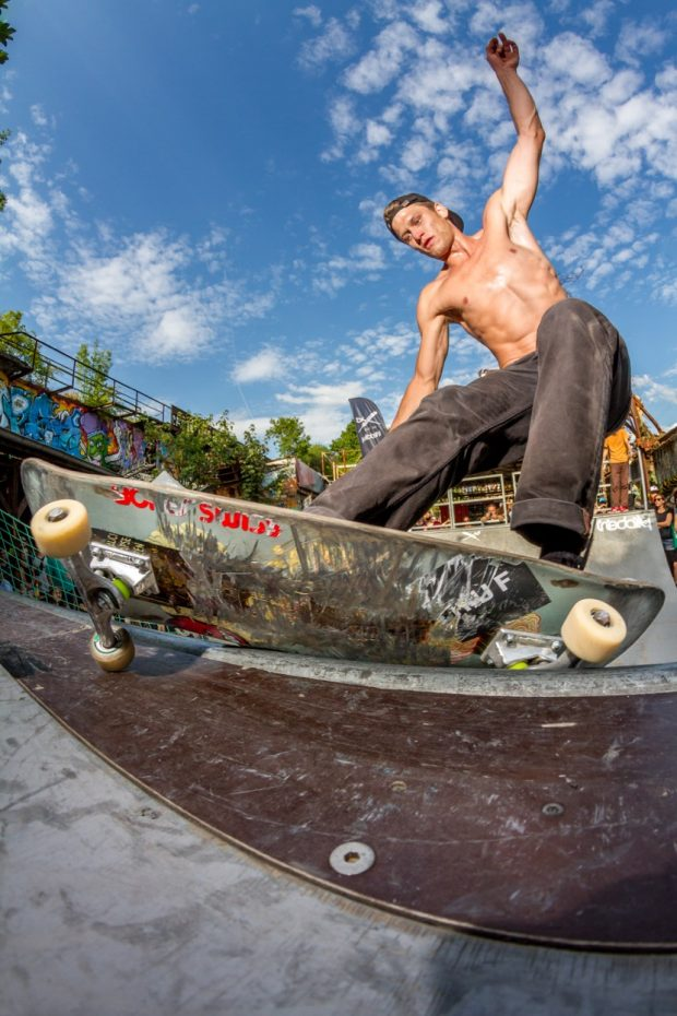 Marcel Weber - surfing the wooden waves witha frontside feeble.