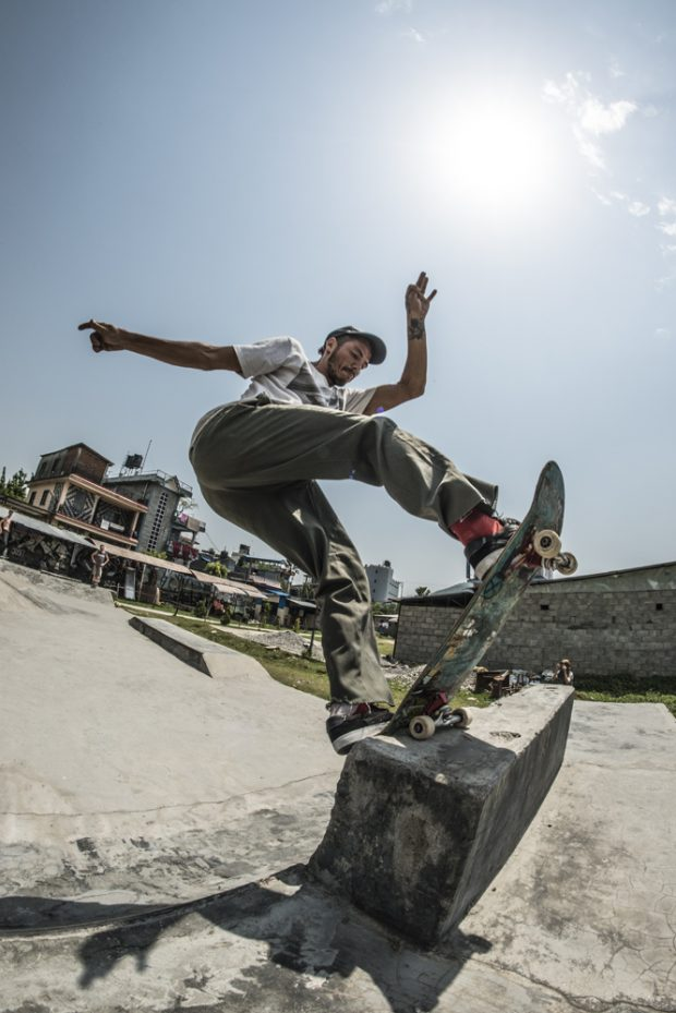 Sox from Wales is a madman on the skateboard and on any terrain. And with a rubber-like body you hardly see him slam or bail and always pulling off hard and weird maneuvers. This Fs Blunt off the extension in the old skatepark of Pokhara is just an example. Ph: Curtis Hay