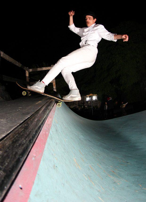 Daniel Morris getting droog on a front rock. Photo: Duncan Ewington