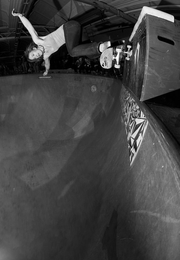 Lenore Sparks. Backside grind over the death box on the extension at Cruise and Booze. Eindhoven, Holland.  Photo: J. Hay