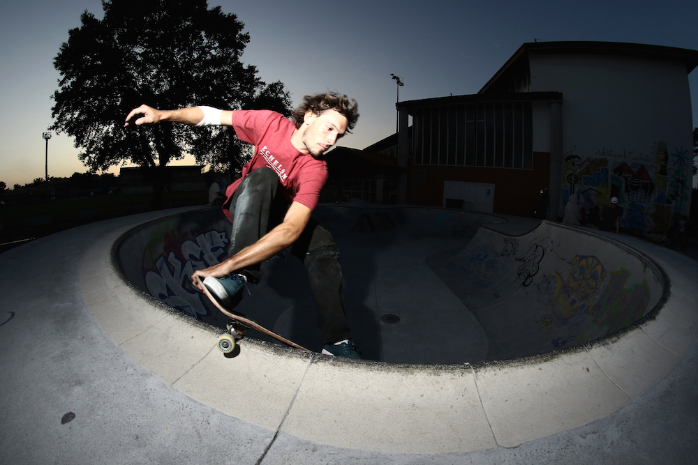 Ale Ferreri - Frontside Smith Grind Seatbelt